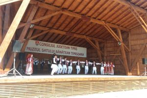 """Ansamblul """"Cununiţa"""" şi Fanfara din Bănia păstrează tradiţia din străbuni. FOTO"""