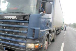 Trepidează casele în unele zone din Timişoara din cauza camioanelor. Poliţiştii locali au luat măsuri