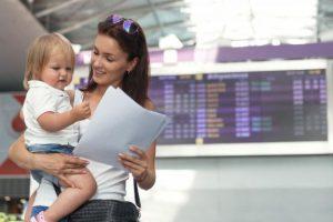 Declarația notarială, obligatorie în cazul minorilor care călătoresc în străinătate fără ambii părinți
