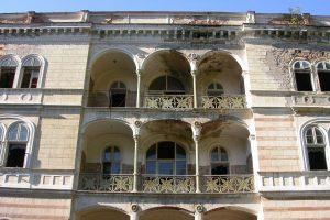Fiscul a redus cu un sfert prețul Hotelului Decebal din Băile Herculane