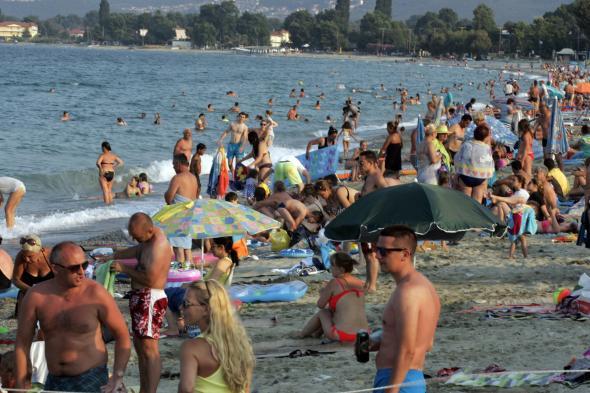 Lista zonelor de pe litoral în care masca de protecție este obligatorie, începând de sâmbătă!