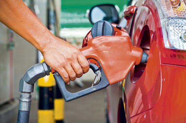Guvernul a modificat Codul fiscal. Accizele pentru benzină și motorină se majorează gradual