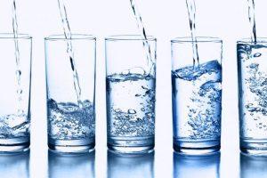 Atac la apele minerale! Sticlele vor fi timbrate, iar produsul s-ar putea scumpi!