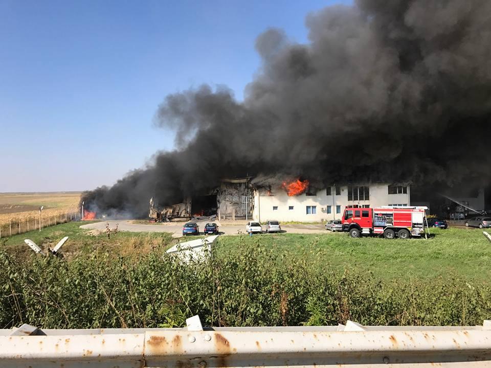 Incendiu violent la o fabrică de lângă Timișoara
