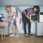 Studiu IRSOP: Acolo unde sunt mai mulţi locatari adulţi decât camere de locuit, neînţelegerile şi certurile sunt mai frecvente