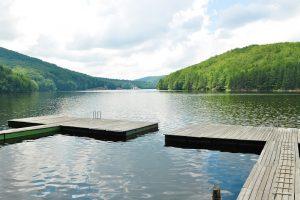 Tânărul înecat la Văliug a fost găsit plutind pe luciul lacului de acumulare
