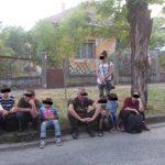 10 irakieni, printre care și copii, depistați de polițiștii locali în cartierul Fabric