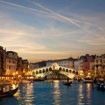 Aproape 200 de români revin acasă din Veneţia