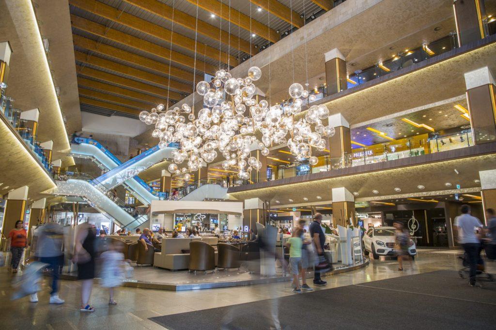 Ziua cafelei, târg de antichităţi, home & deco şi teatru de păpuşi, în weekend, la Iulius Mall