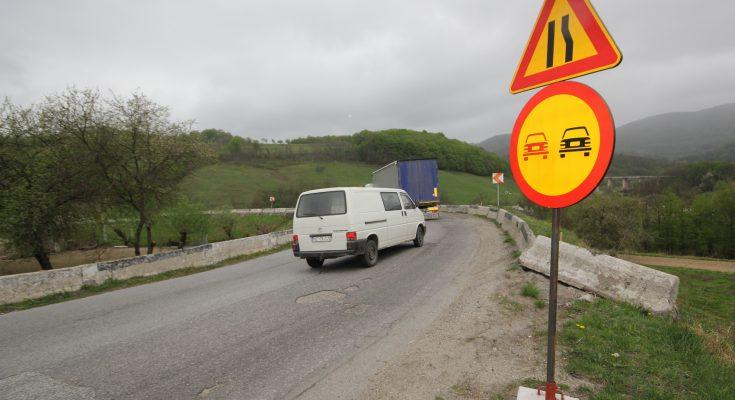 Cel mai degradat drum județean din Arad va fi reparat