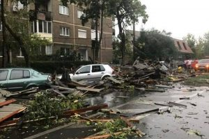 Furtună puternică în Timișoara. 250 de pompieri au fost mobilizați