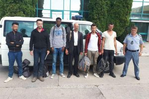 Opt migranţi din Irak, opriţi la frontiera cu Ungaria