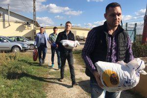 De Ziua Animalelor tinerii ALDE Timiș au donat mâncare către un adăpost de căței din județ