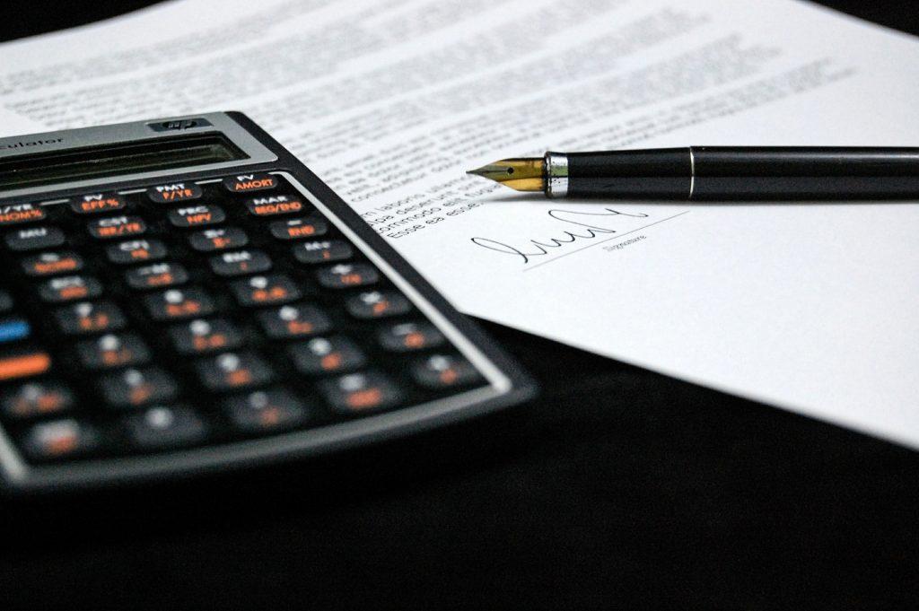 Angajatorii vor putea transmite orice modificare a salariului de bază brut în Revisal până la 31 martie 2018