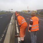 Atenție, șoferi! Se montează parapet pe drumul dintre Timişoara şi Şag