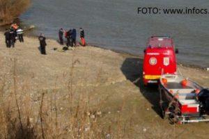 Un autoturism a căzut în Dunăre în zona Coronini. Patru oameni s-ar fi înecat