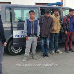 16 migranţi şi o călăuză sârbă, prinşi la frontieră