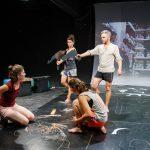 O nouă premieră la Teatrul Maghiar: Forbidden Books – copilărie și adolescență în Europa Centrală