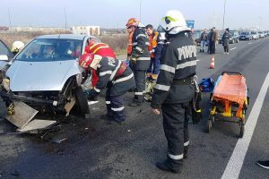 Foto: Tânăr încarcerat ca urmare a unui accident cu patru răniți, pe DN6, între Timișoara și Remetea