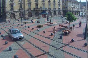 """Noi sancțiuni pentru conducătorii auto care încearcă """"să scurteze drumul"""" prin Piața Libertății"""