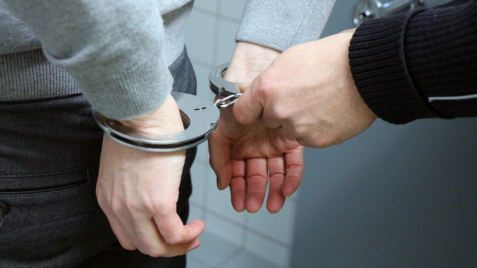 Condamnat la închisoare, depistat de polițiști
