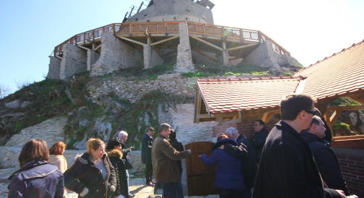 Peste 12.000 de turişti au vizitat Cetatea Devei luna trecută
