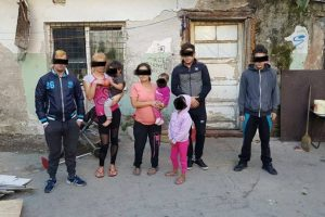 Unde s-au adăpostit, pe riscul lor, 12 oameni necăjiţi. Poliţia Locală i-a evacuat