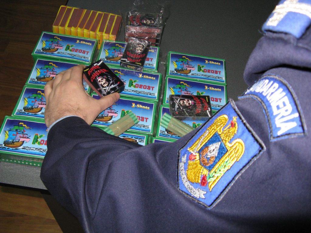 Timişean prins în timp ce încerca să vândă sute de petarde şi artificii