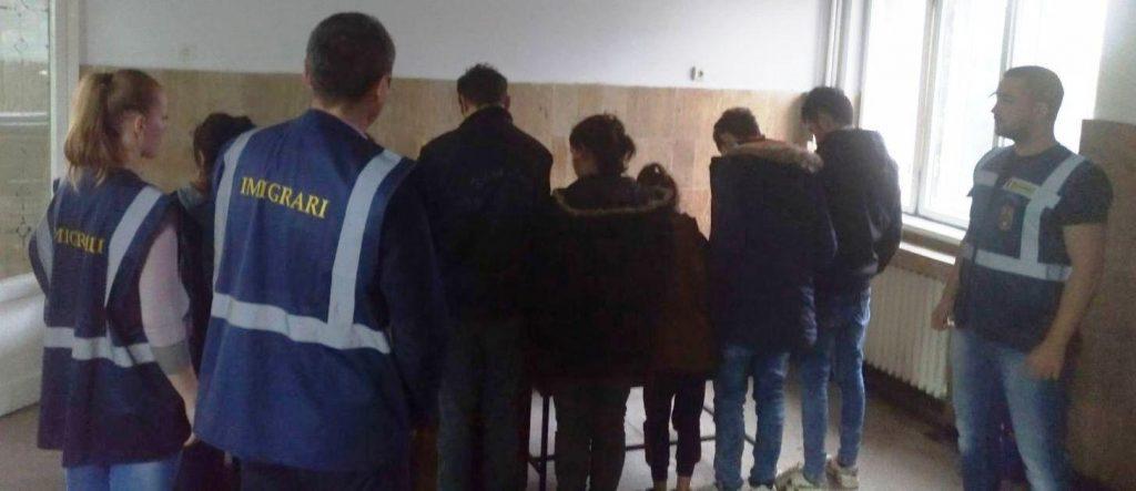 Sute de cetățeni străini depistați de polițiștii Serviciului pentru Imigrări