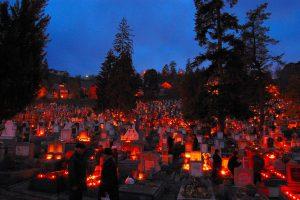1 noiembrie, ziua morților. Ce fac credincioșii în această zi