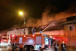 Foto. Incendiu puternic pe Brâncoveanu! Magazine arse din temelii