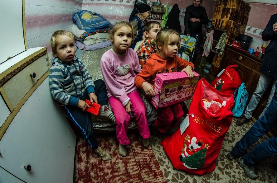 A treia ediție a Caravanei Lions Timișoara Bastion a făcut zeci de copii fericiți în preajma Crăciunului