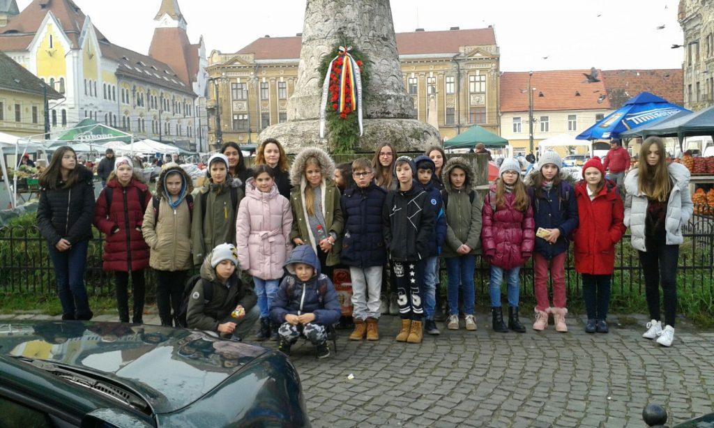 Elevii din Timișoara, în pelerinaj la monumentele dedicate martirilor Revoluției