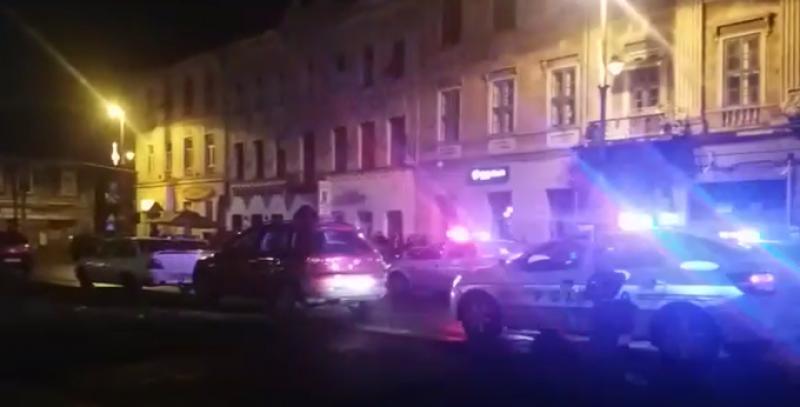 Un polițist a fost atacat cu o macetă într-un club în Arad