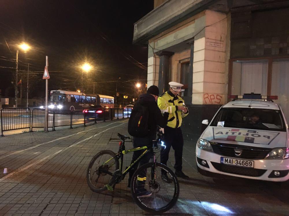 Polițiștii rutieri atragatenția asupra conduitei preventive în trafic a bicicliștilor
