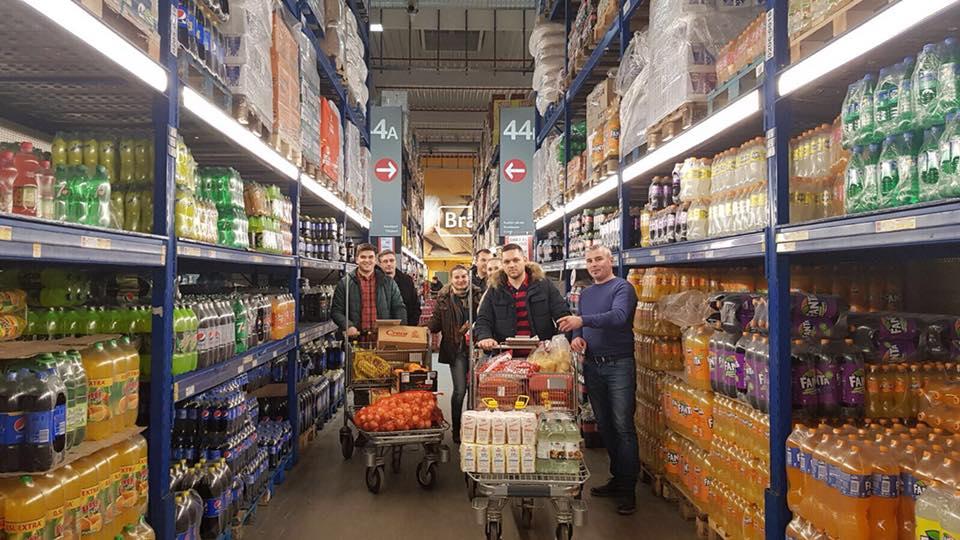 Reprezentanţii ALDE au mers încărcaţi cu daruri la familii nevoiaşe din Timiş