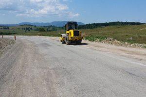 Şapte firme vor să reabiliteze un drum de 14 km din vestul ţării