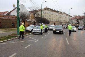Razie! Poliţiştii de la Rutieră au dat 77 de amenzi în 90 de minute