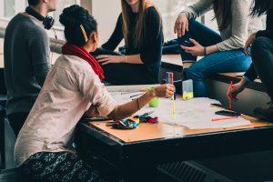 Elevii care frecventează învățământul profesional, inclusiv dual, vor beneficia în continuare de burse