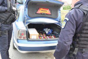 A fugit de jandarmi cu mașina plină cu țigări de contrabandă și a făcut accident, la Lugoj