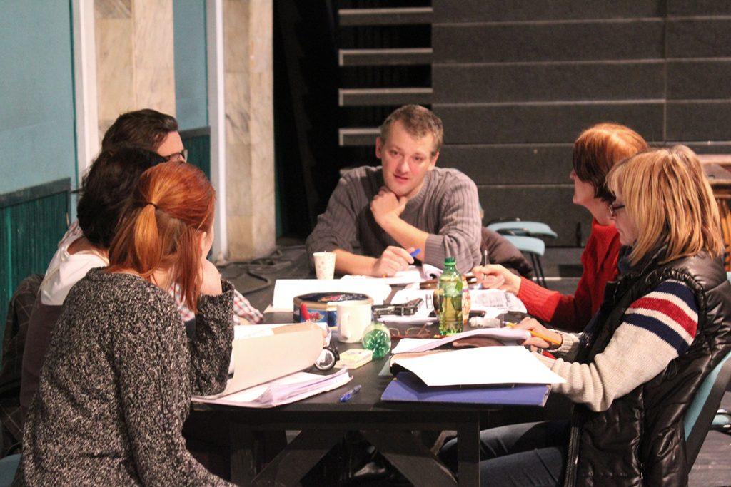 """Actorii Teatrului Maghiar au început repetițiile pentru noua premieră! Muzicalul """"Dansând în noapte"""""""