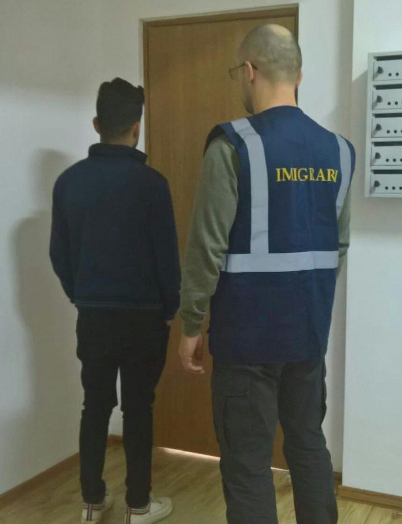 Irakian expulzat din ţară. Nu mai are voie să intre 5 ani în România