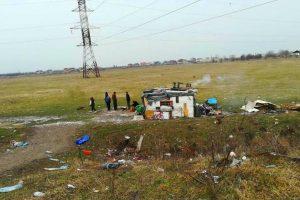 """E plin de colibe cu """"dubioși"""" pe terenurile neîngrijite din Timișoara și de la marginea orașului"""