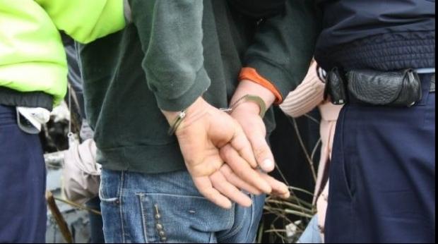 Bărbat arestat pentru furtul a trei autoturisme