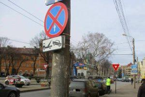"""Foto: Nesimțirea a 11 șoferi care au parcat ilegal la Timișoara, luată """"pe sus"""""""