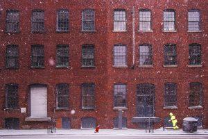 Timișoreni, curățați zăpada și gheața din fața casei! Vă așteaptă amenzi mari