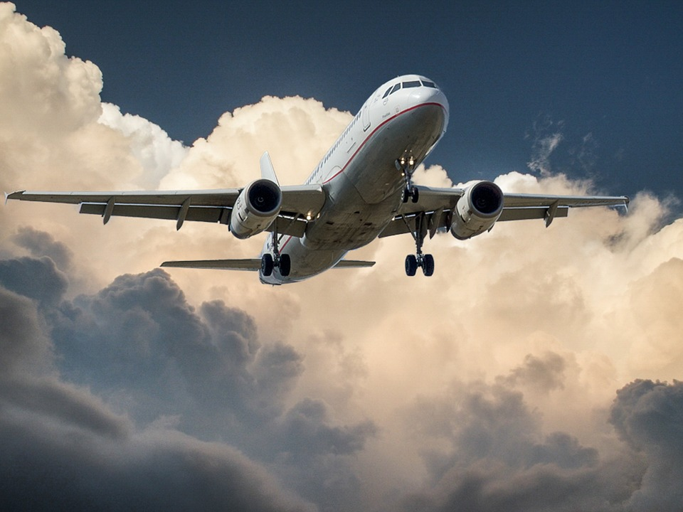 Curse aeriene întârziate din pricina condițiilor meteo