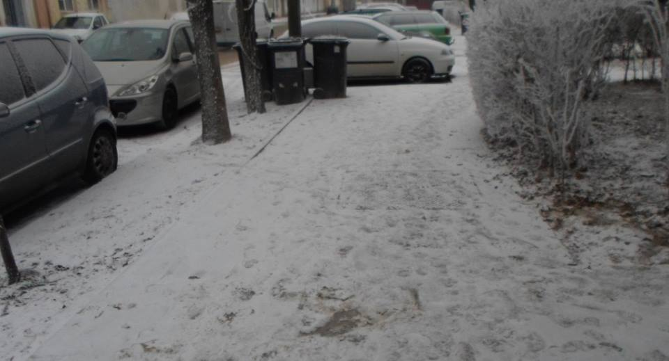 Atenție, sancțiuni usturătoare pentru cei care nu curăță zăpada de pe trotuare
