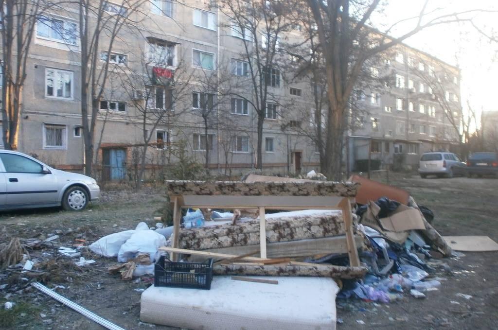 Sute de notificări pentru timișorenii din zonele în care se formează rampe clandestine de deșeuri
