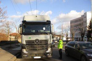 Curg amenzile pentru camionagii care trec prin zona Pasajului Jiul